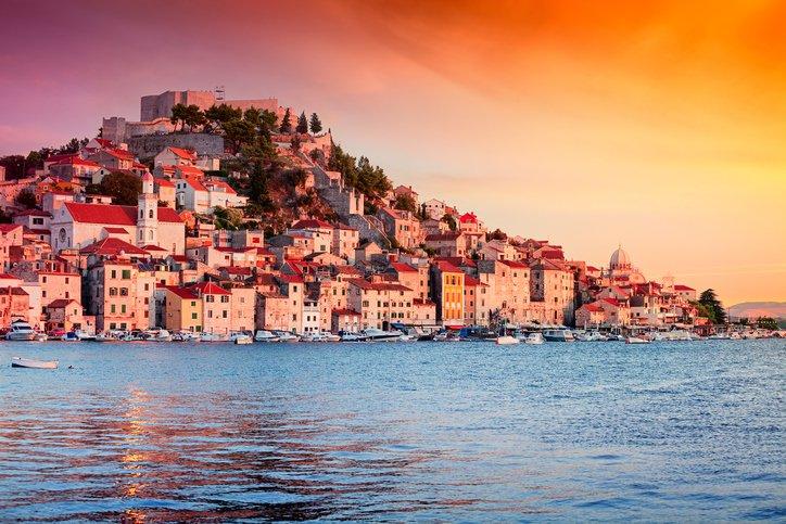 """クロアチア""""シベニク""""アドリア海東岸の最古の町"""