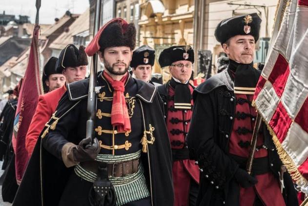 10月18日はクロアチアの発明 世界のネクタイの日