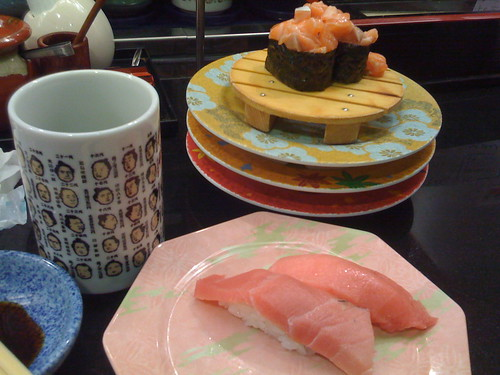 Where is Shinjuku's conveyor belt sushi recommended?