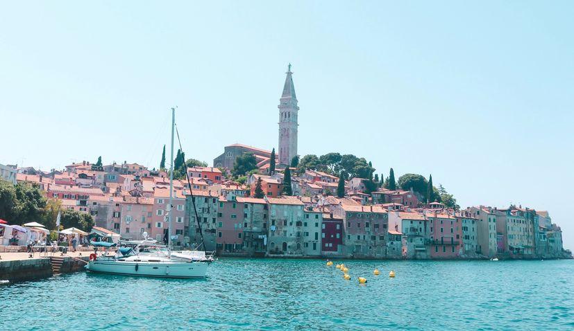 クロアチアのコロナウイルス感染者は減少へ今日はわずか3人に。イストラ半島は0人
