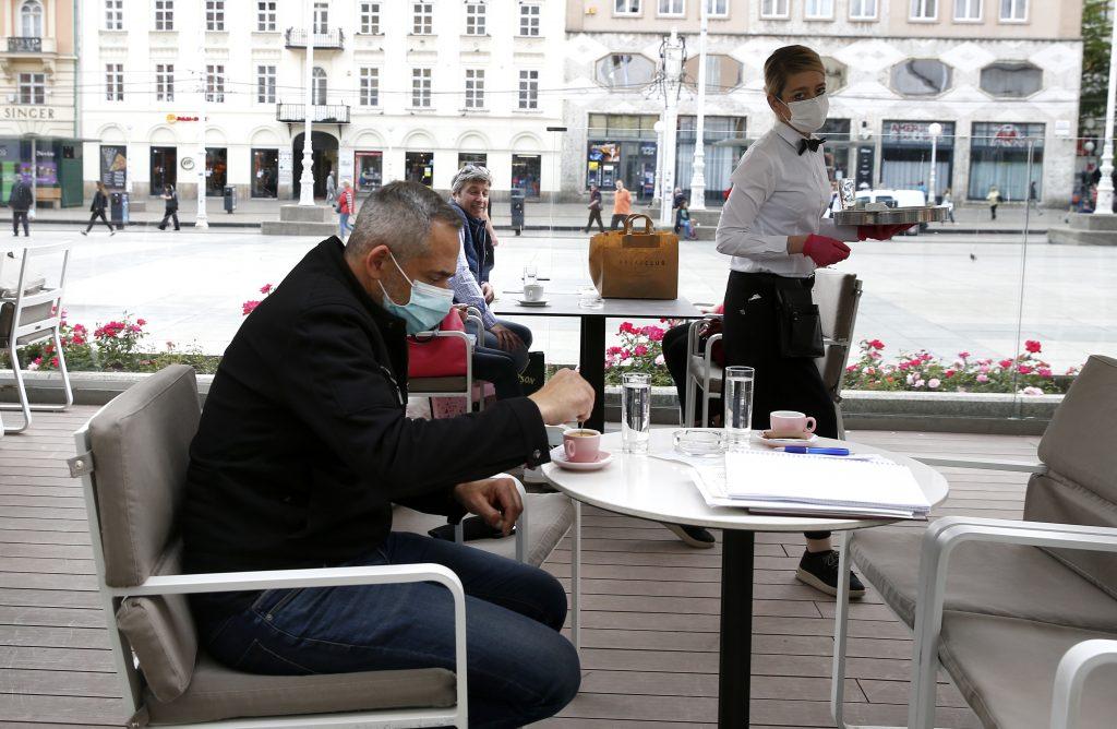 コロナの自粛が緩和され、クロアチア、ボスニアでカフェライフが再開